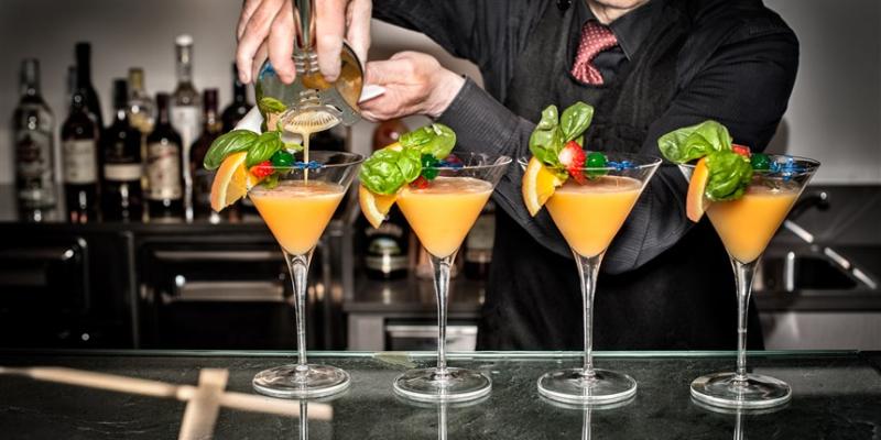 171115-bartender-cocktails-njs-11a_9d52b45262b6787ee2bdc7e466a10373.focal-860x430